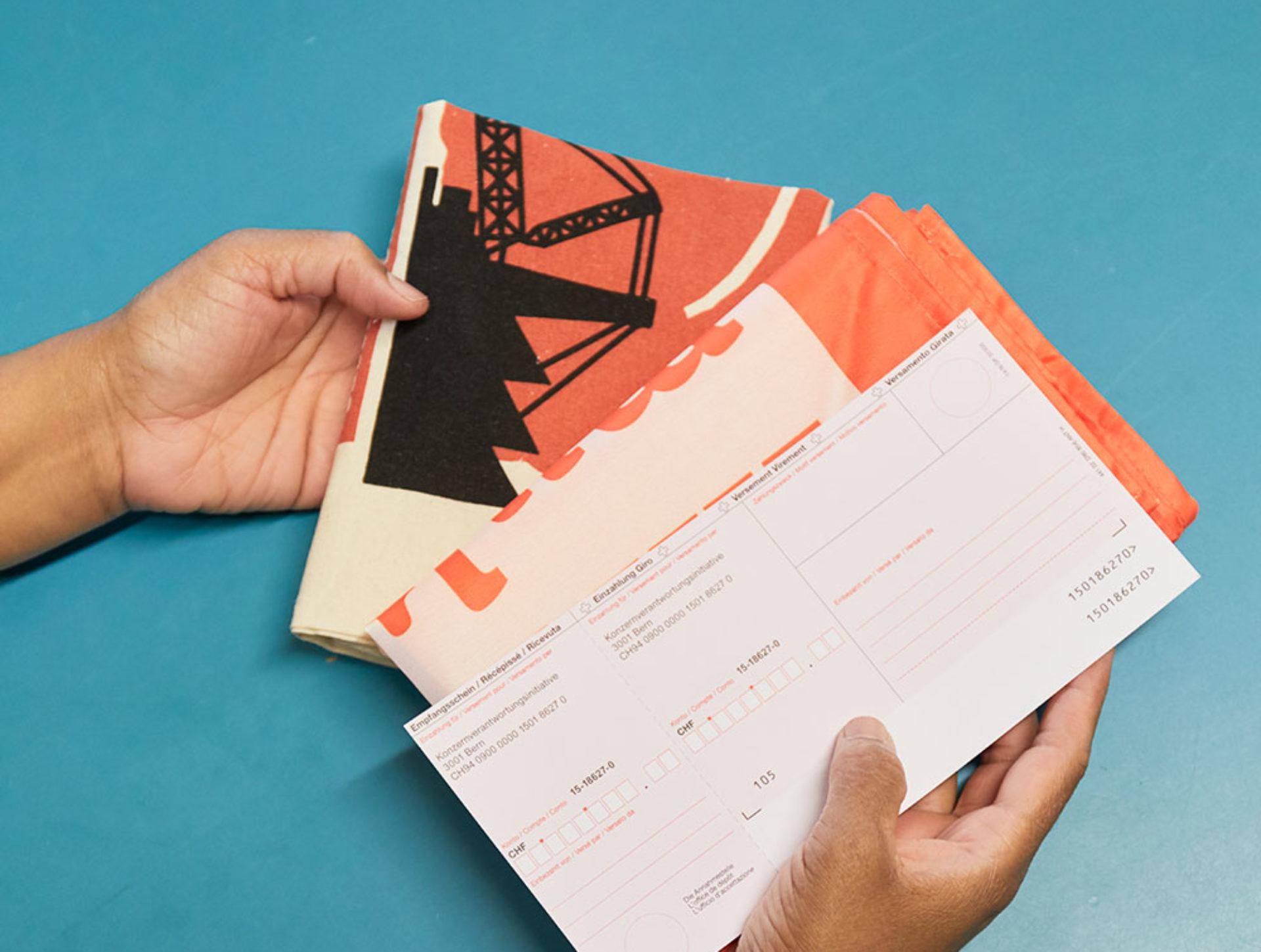Wenn grosse Kampagnen angesagt sind, kommt oft die Wärchbrogg zum Zug. Die Teams verpacken Infomaterial und senden es an die richtigen Adressen, zum Beispiel für die Konzernverantwortungsinitiative.