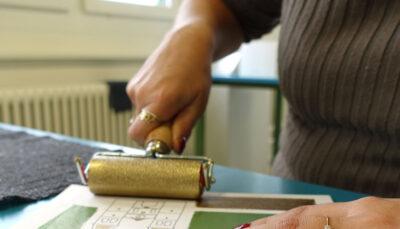 Kartenherstellung von Hand in der Wärchbrogg